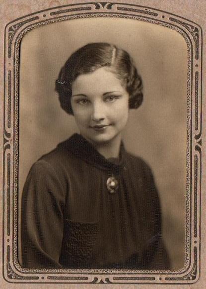Betty Gaunt senior portrait 2